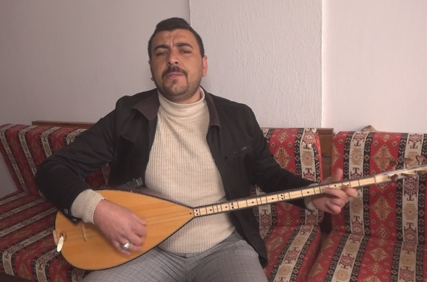 Korona virüse karşı türkü besteledi Sivas'ın Altınyayla ilçesinde yaşayan halk ozanı Adem Özbudak korona virüse karşı türkü besteledi