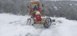 Kırşehir'de, kar yağışı etkisi ile kapanan köy yolları açıldı