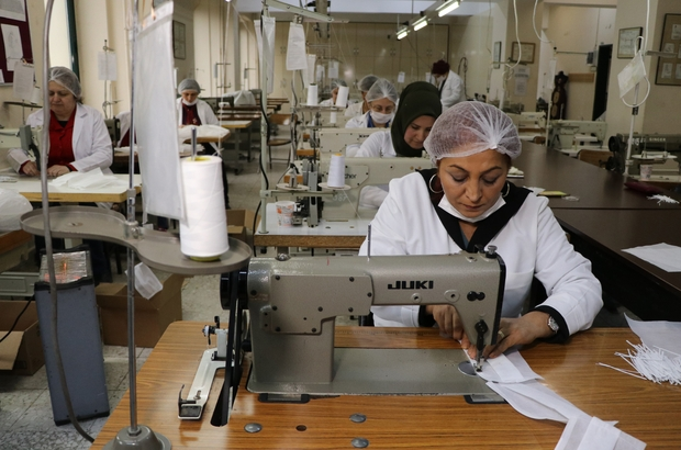 Lisede üretilen maskeler kamuya dağıtılacak Adana'da 2 meslek lisesi günlük üç bin adet maske üretmeye başladı
