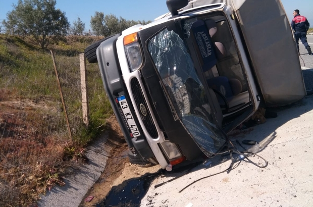 Salihli'de kamyonet devrildi: 4 yaralı