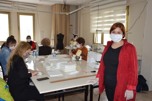 Şehzadeler Halk Eğitim Merkezi de maske üretimine başladı Anti bakteriyel kumaşlardan üretilen maskeler yıkanabilme özelliğine sahip