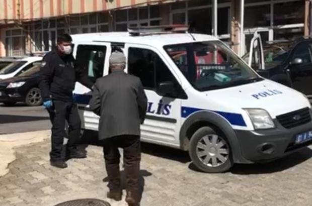 """Polis önce anonsla uyardı sonra yaşlıları tek tek topladı Adana'da polis korona virüs nedeniyle sokağa çıkan 65 yaş üstü vatandaşları önce anonsla uyardı, sonra tek tek toplayıp evlerine götürdü Polis sokakta gezerek sık sık """"65 yaş üstü vatandaşlarımız için sokağa çıkma yasağı var ancak kendi sağlığımız, başkaların sağlığı için gerekmedikçe 65 yaş altı vatandaşlarımız da sokağa çıkmasın"""" diye anonslar yaptı"""