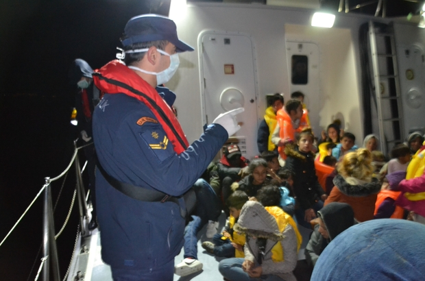 Kuşadası Körfezi'nde 29'u çocuk 50 göçmen kurtarıldı