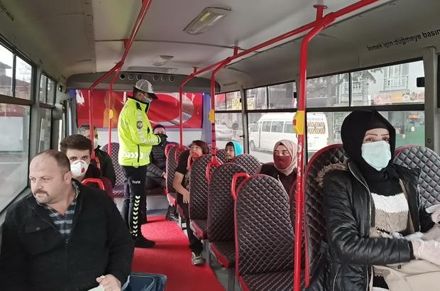 Polis otobüs ve minibüs sürücülerine göz açtırmıyor korona virüs tedbirleri  için trafik ekipleri toplu taşıma araçlarını denetledi - Düzce Haberleri