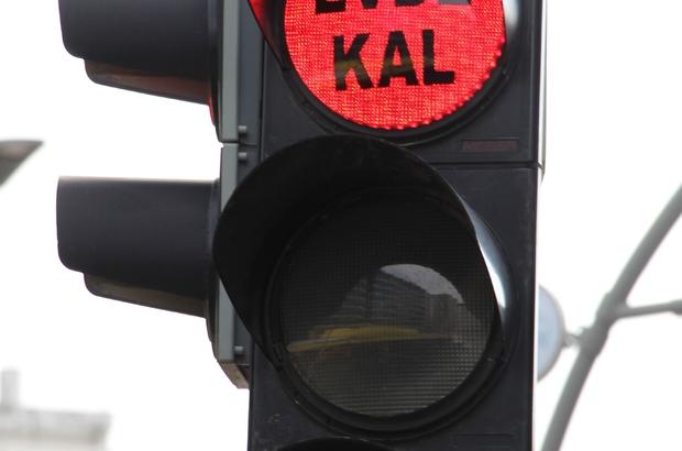 Batman'da trafik ışıklarından 'evde kal' çağrısı