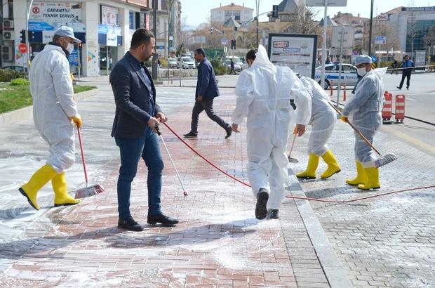 Kırşehir Belediyesi cadde ve sokakları köpüklü su ile yıkadı