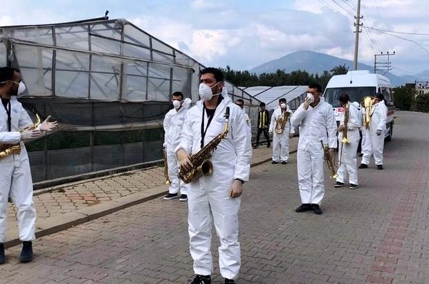 Bando takımından vatandaşlara moral konseri