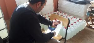 Kırşehir, Mesleki ve Teknik Anadolu Lisesinde Covid-19'a karşı dezenfektan üretimi yapılıyor