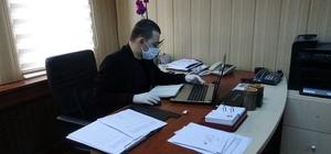 Bu belediyede sadece 2 kişi çalışıyor Trabzon'u Çarşıbaşı ilçe Belediyesi'nde bir kişinin Korona virüs testi pozitif çıkınca belediye personeli karantinaya alındı Karantina nedeniyle belediyede sadece 2 kişi görev yapıyor