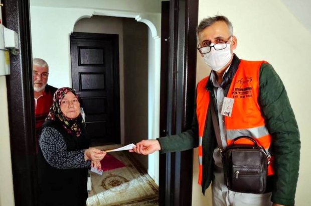 İncirliova'da 65 yaş üstü 147 vatandaşın maaşı evde teslim edildi