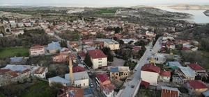 Türkiye'nin en yaşlı ilçesi Ağın'a koronaya karşı özel önlem Korona virüs tedbirleri kapsamında, en yaşlı nüfusa sahip Elazığ'ın Ağın ilçesine  Vali Çetin Oktay Kaldırım'ın talimatıyla, İlçe Kaymakamlığı tarafından özel önlem alındı, 2 şehre bağlantı yolu kapatıldı