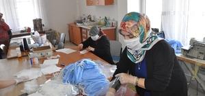 Sorgun'lu gönüllü bayanlar günde 2 bin adet maske üretiyor