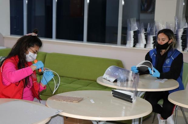 Gençlik Merkezinde siperli maske üretimi devam ediyor