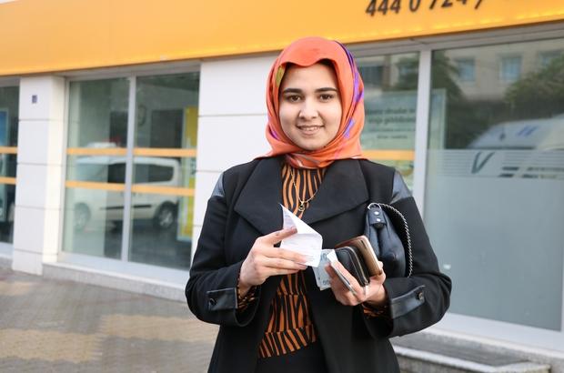 Kahramanmaraşlı Rümeysa, umre parasını bağışladı 23 yaşındaki Rümesya Demir, umre için biriktirdiği paranın 5 bin lirasını, 'Biz Bize Yeteriz Türkiyem' kampanyasına bağışladı