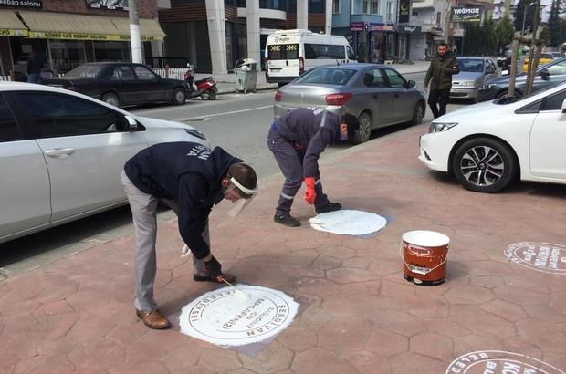 Serdivan'da zabıta ekipleri uyarı işareti koyuyor