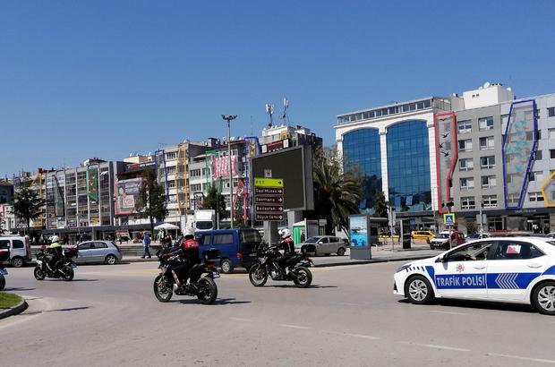 Polislerden şehir turu Vatandaşlar polislere alkışla eşlik ettiler