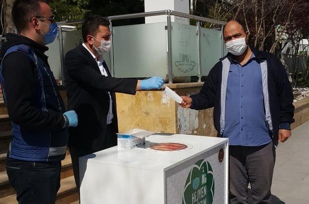 Zabıtadan vatandaşlara ücretsiz maske dağıtımı