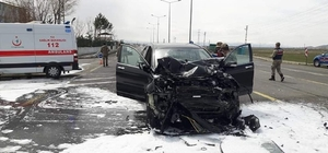 Dumlu kavşağında feci kaza: 3 yaralı