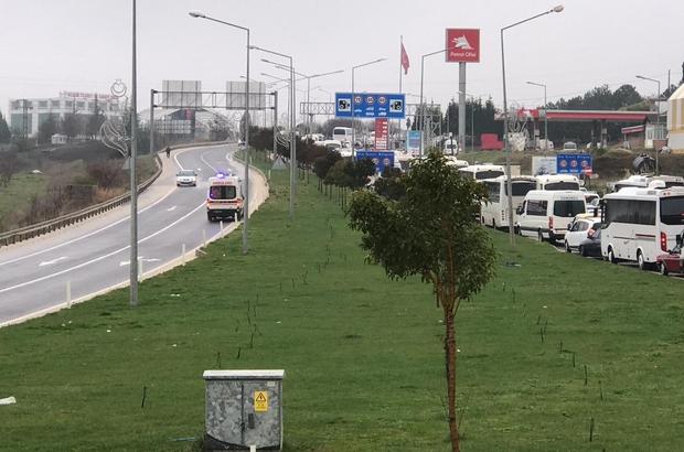 Şehrin girişinde uzun kuyruklar oluşunca, ambulans ters şeritten gitmek zorunda kaldı Vatandaş şehir girişindeki ateş ekibin çoğaltılması istedi