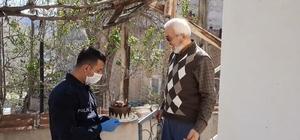 Vefa destek ekiplerinden yaşlı adama doğum günü sürprizi