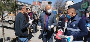 Tuzluca Belediyesi maske ve eldiven dağıttı