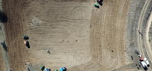 Gümüşhane'de 20 yıldır ekilmeyen tarlalar ekilmeye başlandı Şiran ilçesinde deneme üretimleri başarılı olan aspir bitkisi 7 bin dönüme ekildi Yalancı safran da denilen aspirle bu yıl 5 milyon lira tarımsal hasıla bekleniyor Lavanta, kara buğday, kuru fasulye ve nohuttan sonra aspir Gümüşhane'nin yeni tarımsal ürünü olacak