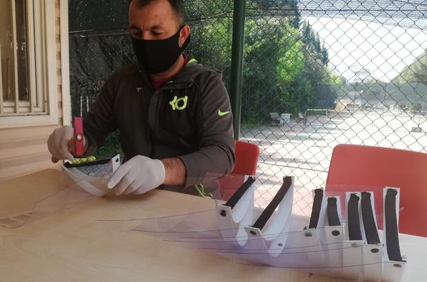Salihli Gençlik Merkezi siperli maske üretiyor