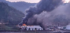 Trabzon'da balık fabrikasının soğuk hava deposunda yangın Çıkan yangına çok sayıda itfaiye ekibi müdahale ediyor
