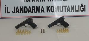 Şüpheli araçta 2 adet ruhsatsız silah ile çok sayıda tabanca fişeği ele geçirildi