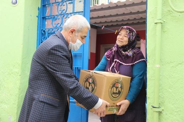 İzmir Vakıflar Bölge Müdürlüğünden 462 aileye kuru gıda yardımı