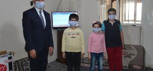 Patnos'ta uzaktan eğitim alamayan çocuklara televizyon hediye edildi