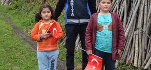 Başkan köy çocuklarını sevindirdi