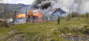 Kastamonu'da çıkan yangında üç ev kullanılamaz hale geldi