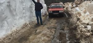 Mayıs ayında 2.5 metre kar Sivas'ın Doğanşar ilçesi Tikenli yaylasında yaklaşık 2.5 metreyi bulan kar kütlesi görenleri şaşırttı