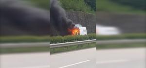 Giresun'da hareket halindeki minibüs alev alev yandı