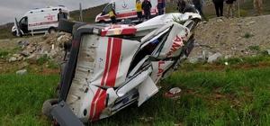 Kahramanmaraş'ta 112 sağlık ekibi kaza yaptı: 3 yaralı Afşin ilçesinde görev yapan 112 sağlık ekipleri, Kahramanmaraş Necip Fazıl Şehir Hastanesi'ne sevk işleminin ardından dönüş yolunda Göksun ilçesi yakınlarında kaza yaptı