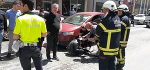 Ticari taksinin çarptığı genç kız yaralandı