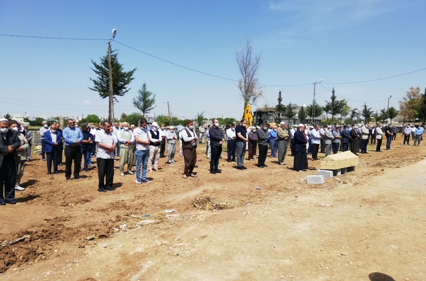 Kızıltepe'de sosyal mesafeli cenaze namazı