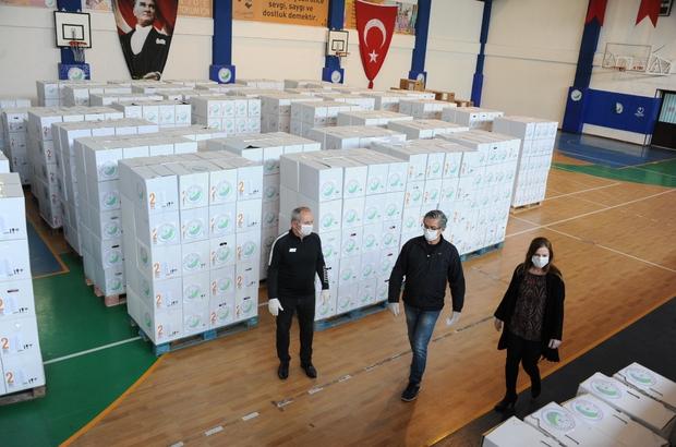 Balçova'da, nüfusunun dört katı maske dağıtıldı