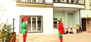 Din görevlileri cübbelerini çıkarıp kostüm giydi