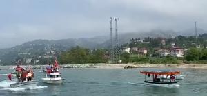 Rizeli balıkçılardan 19 Mayıs kutlaması Balıkçılar 19 Mayıs kutlamalar kapsamında Türk bayraklarıyla süsledikleri teknelerle liman içerisinde tur attılar