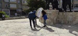 Burdur'da sosyal mesafeli Çelenk Sunma Töreni
