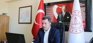 Savaşçı, öğretmenlerle video konferans görüşmesi yaptı Sivas İl Milli Eğitim Müdürü Ebubekir Sıddık Savaşçı, ilçelerde görev yapan öğretmenlerle video konferans sistemi üzerinden görüştü.