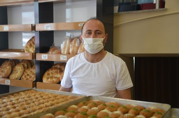 """Bu yıl baklava ve şeker sektörünün işleri yüzde 70 düştü Bu yıl vatandaşlar baklava şeker yerine çereze yöneldi Kuruyemişçi İlhan Öztürk: """"Müşterimizin şeker yerine çereze yöneldi"""""""