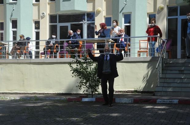 Samsun'da sokağa çıkamayan huzurevi sakinlerinin eğlence ayaklarına geldi