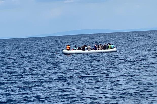 Yunanistan düzensiz göçmenleri ölüme terk etti Yunan Sahil Güvenlik unsurları, 40 düzensiz göçmenin motor ve benzin bidonunu alarak Türk karasularına geri itti