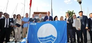 Muğla'da mavi bayrak sayısı 117'ye çıktı Uluslararası turizmin güvencesi olarak bilinen Mavi Bayrak alan plaj, marina ve yatlar açıklanırken, Muğla'da 105 plaj, 8 marina ve 4 yat bir yıl boyunca Mavi Bayrak dalgalandıracak.