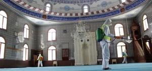Aziziye'de cuma namazı hazırlığı Cuma namazı kılınacak camilerde temizlik seferberliği