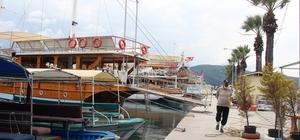 Sakin kentteki tur tekneleri sezonu bekliyor Muğla'nın Sakin Kent unvanlı Ula ilçesinde Azmak ve Sedir Adası turu düzenleyen ve 4 aydır çalışmayan tur tekneleri iznin çıkmasını bekliyor