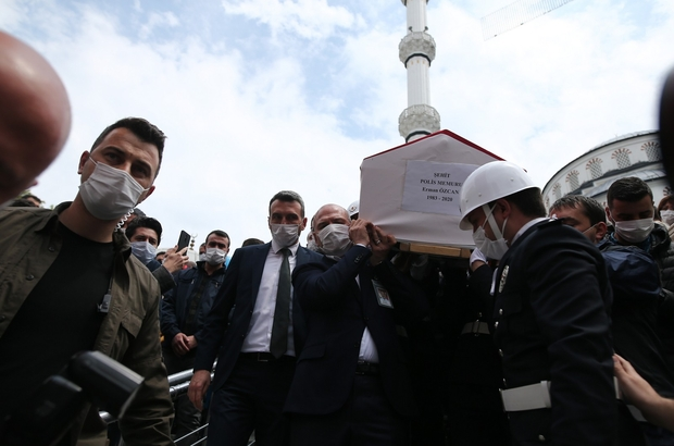 Bursa'da şehit polis memuru göz yaşlarıyla son yolculuğuna uğurlandı Bakan Soylu şehit polisin tabutunu uzun süre taşıdı